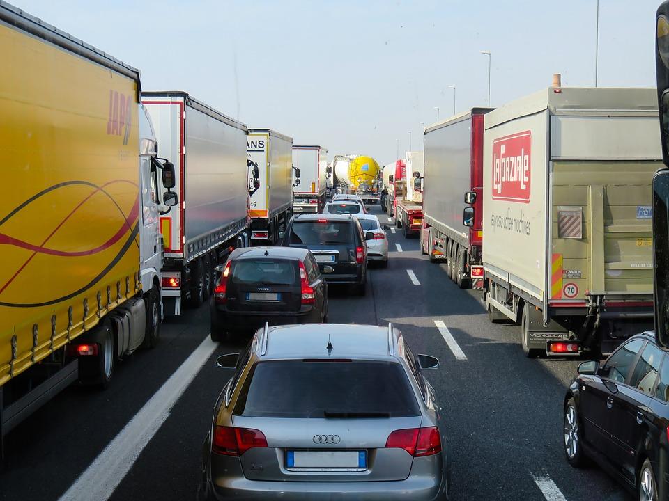 Sind Autofahrer aggressive rücksichtslose Egoisten? Hat man mit BMW/Audi oder Mercedes mehr Rechte?